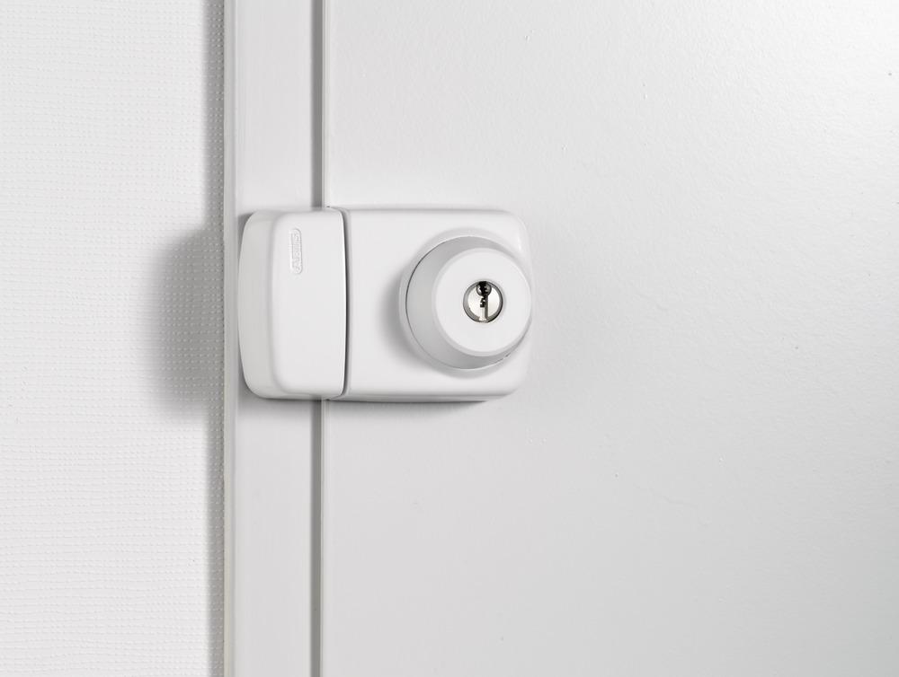 Beispielbild: Tür-Zusatzschloss ABUS 7525 an Türe montiert