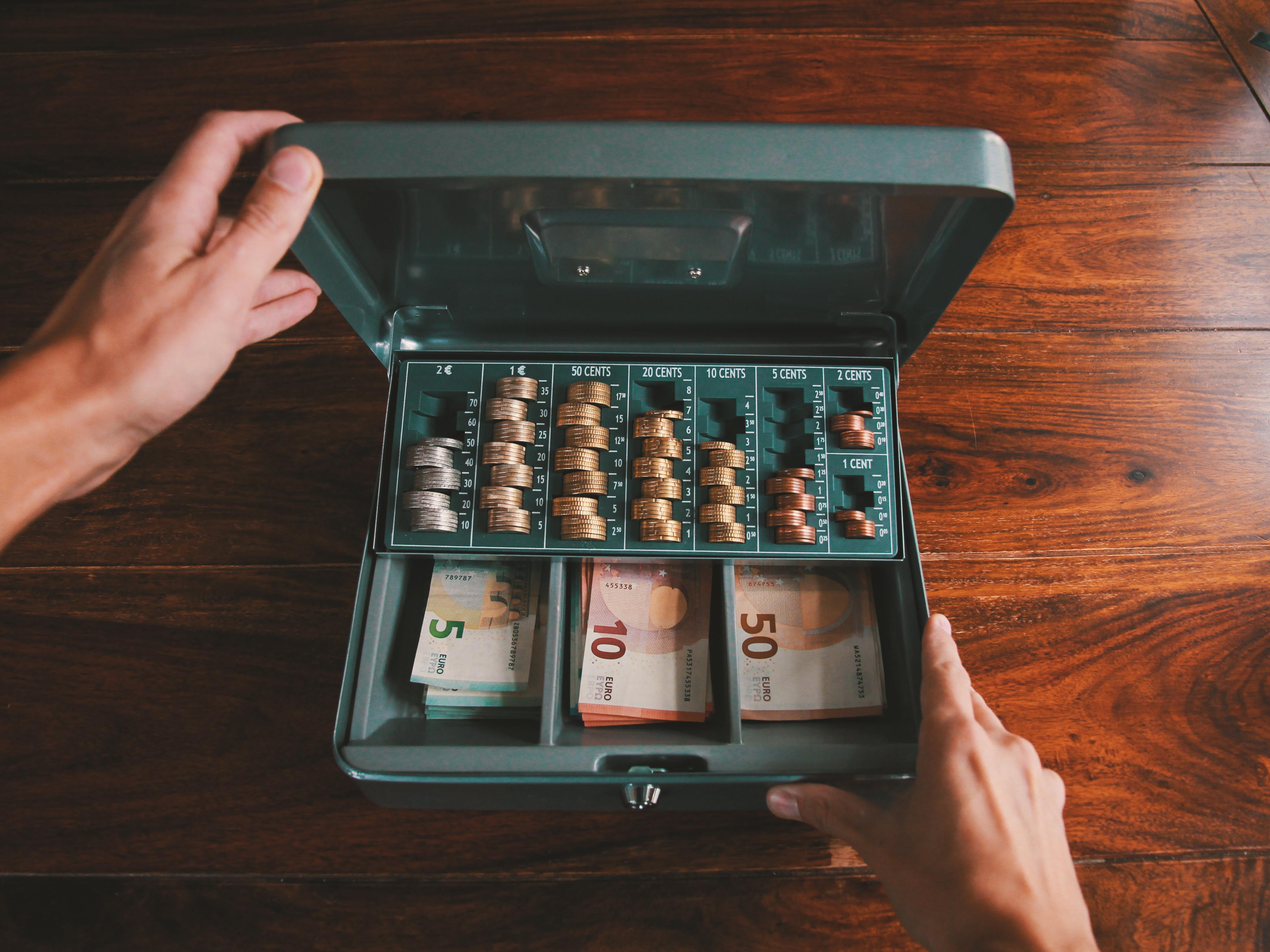 Geldkassette-fuer-Bargeld